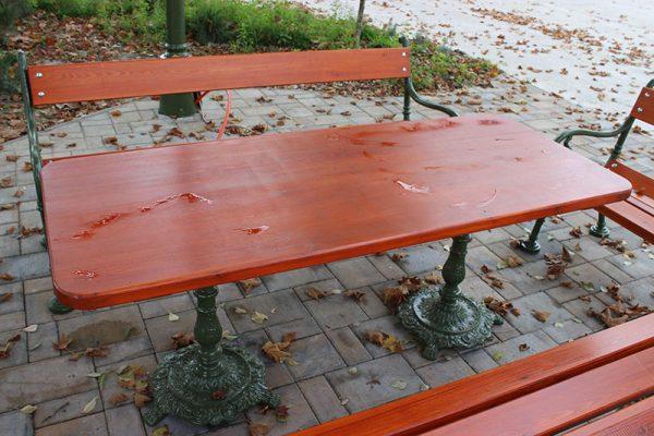 Komplett asztal fenyő lappal